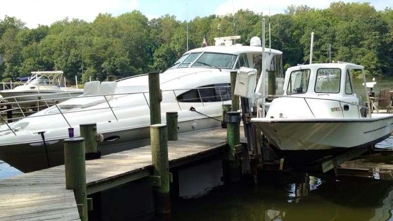 Power boats on Severn River