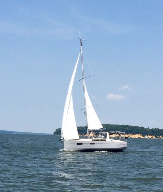 Oceanis 35 at the mouth of the Sassafras River