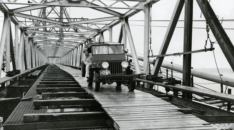 1st car to cross the Chesapeake Bay Bridge in 1952