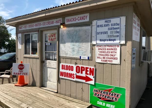 Solomons public fishing pier bait shop