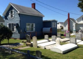 Tangier Island home with family cemetery